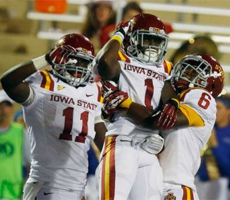 Jarvis West Celebrates TD with Teammates